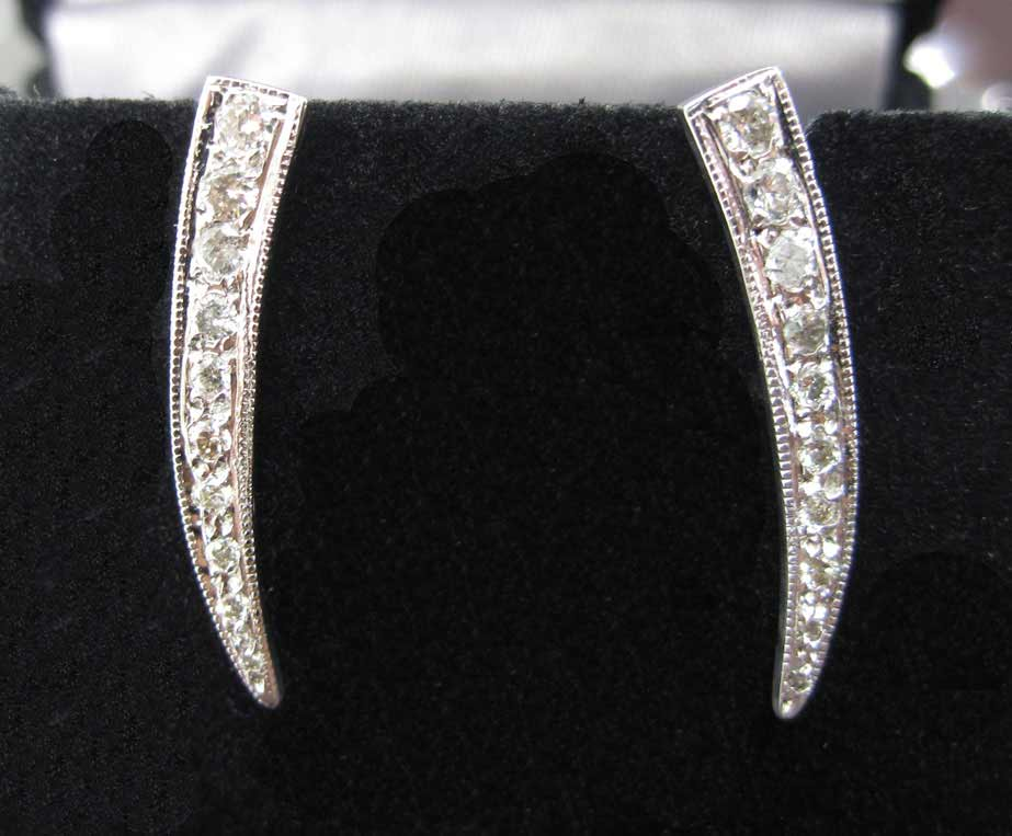 Diamond Tusk Earrings 14K White Gold 0.30 cts. 6J7731